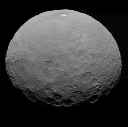 曙光号探测器拍摄到的谷神星。