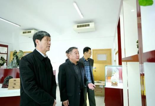 河北省地矿局局长卢瑞卿一行来陕西地矿集团有限公司调研交流工作
